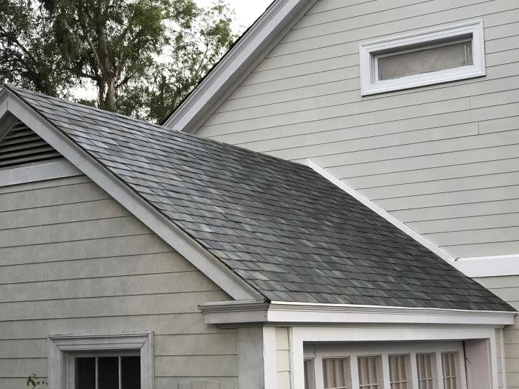 Solarni krovni pokrivači koji štite dom i prave struju