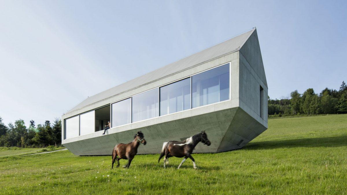 Kuća na planini u suživotu s prirodom