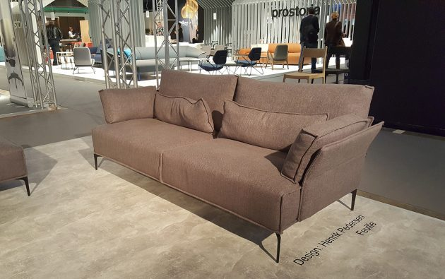 catra-feuille-sofa