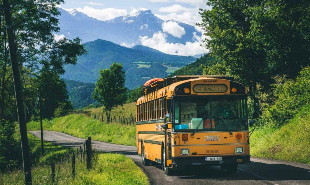 Školski autobus pretvoren u putujući hostel