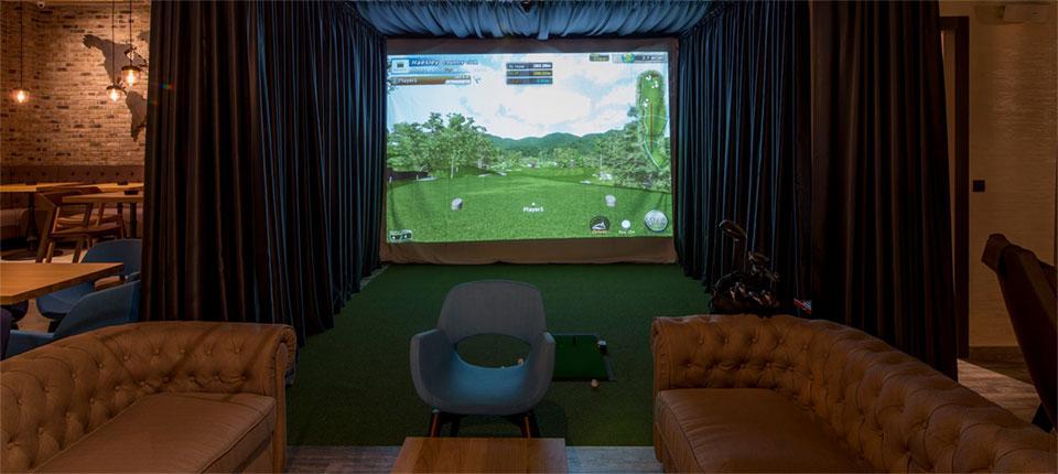 Igrajte golf unutar novog restorana u Novom Sadu