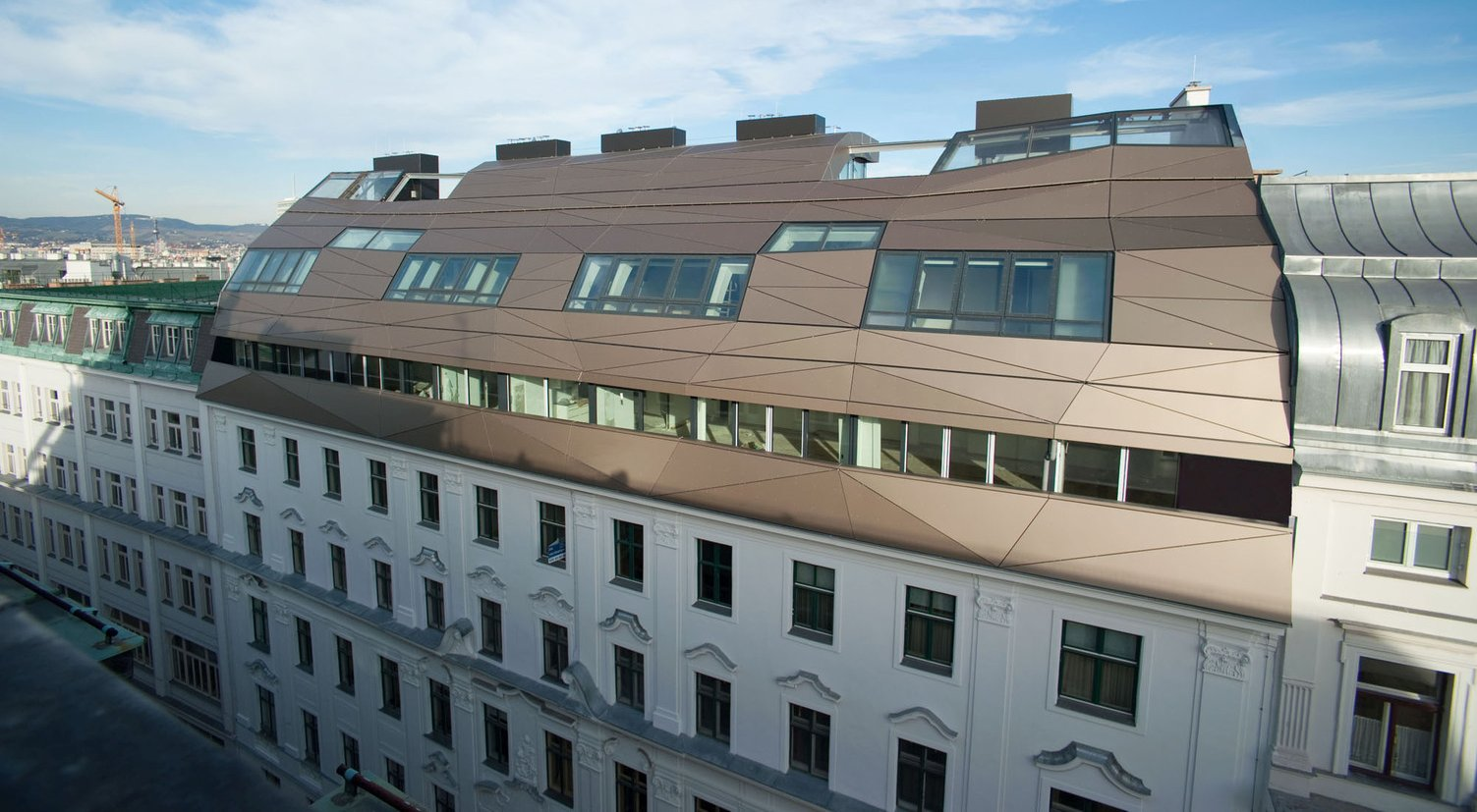 Nadogradnja stambene zgrade u Beču sa reflektivnim povkrivačem