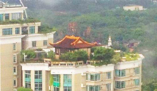 Kinez nelegalno podigao hram na vrhu solitera