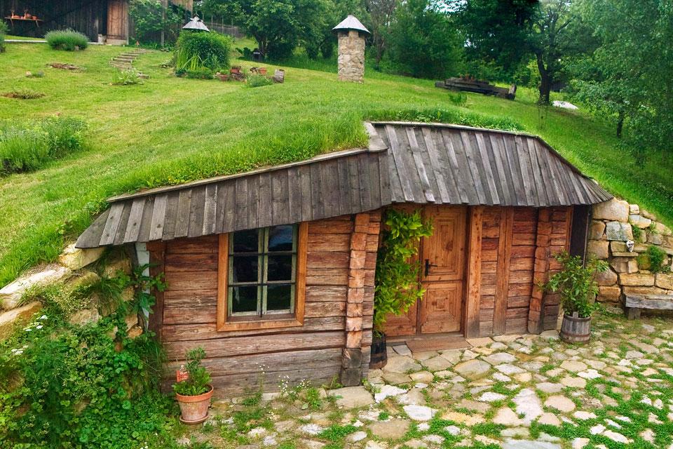 Zavirite u slovenačku čajdžinicu prekrivenu travom