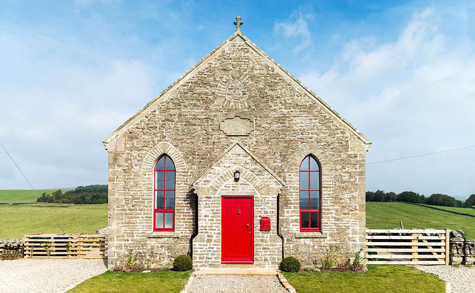 Kako je od devastirane crkve nastala prelepa vikendica