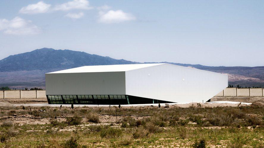 Igra fasadnim panelima: Fiskulturana sala u formi oblaka
