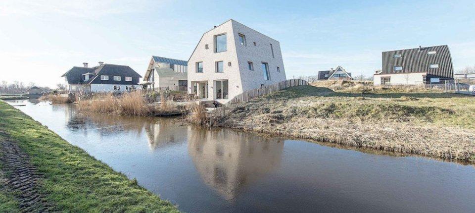Asimetrična kuća u Holandiji s novim pristupom održivoj gradnji