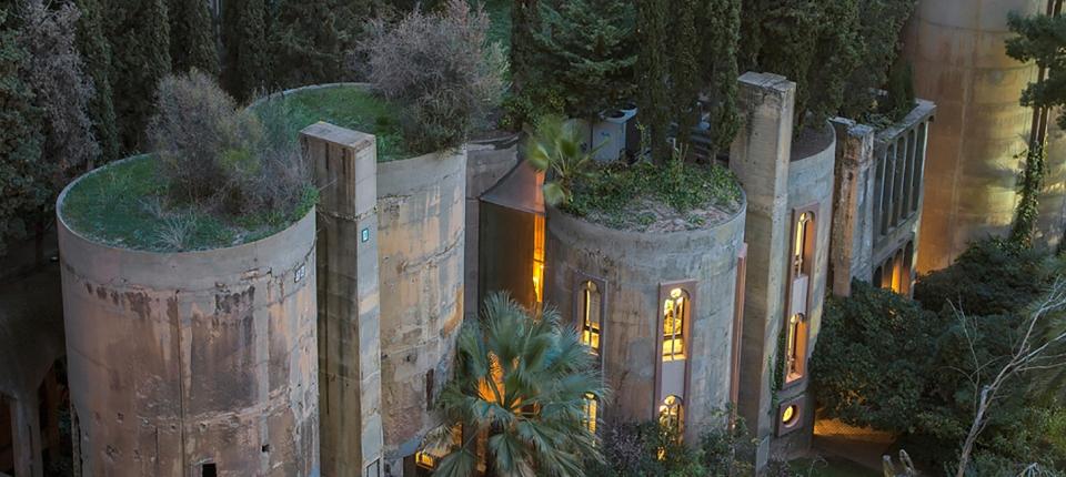 Pogledajte kako je fabrika cementa postala dom i studio za arhitektu