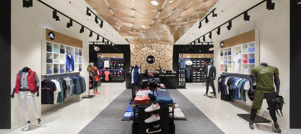 Enterijer sportskih prodavnica The Spot u Beogradu i Novom Sadu