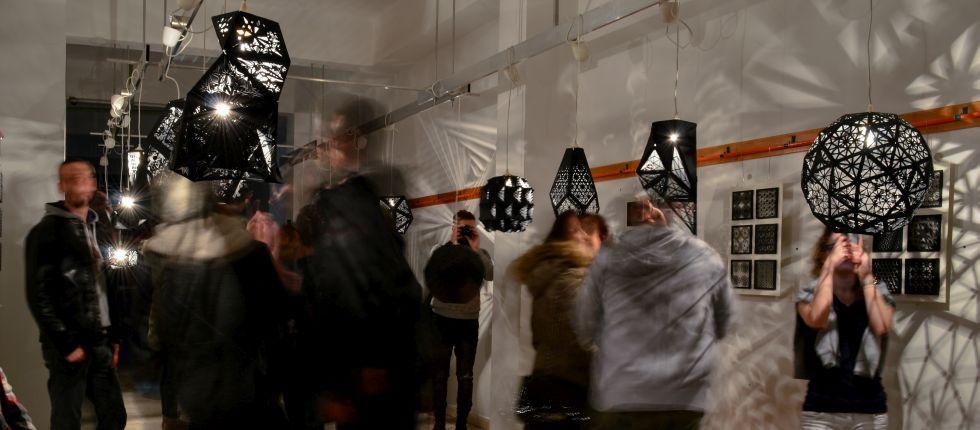 Domaća lampa s digitalno fabrikovanim abažurom od papira