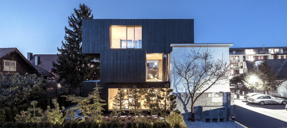 Tri naslagane kutije nadogradile kuću u Ljubljani