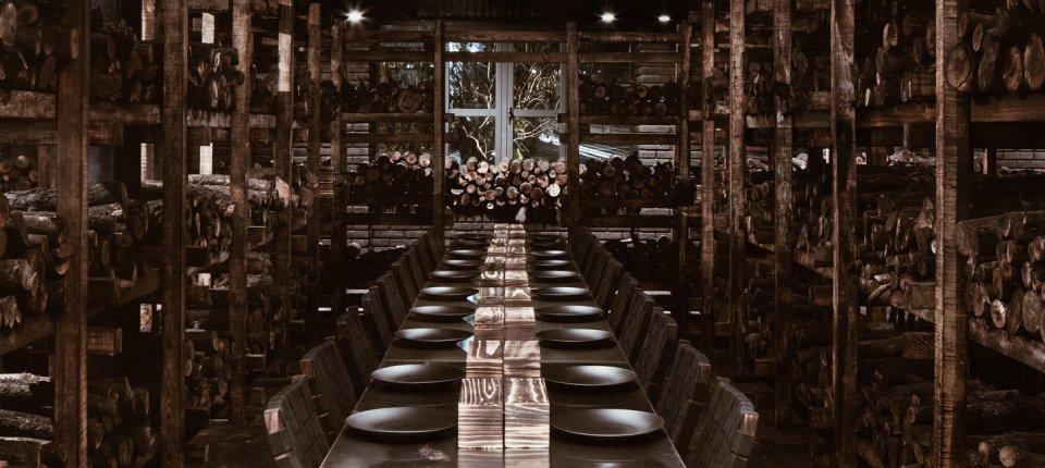 U ovom rustičnom enterijeru restorana sve miriše na dobar roštilj
