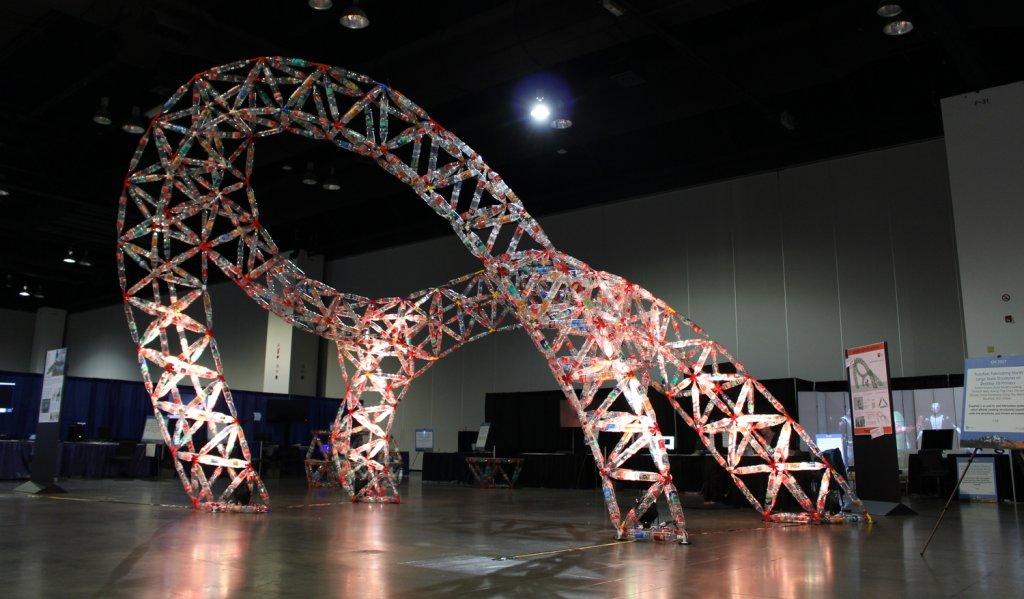 Napravite strukturu od plastičnih boca i 3D štampanih čvorova koristeći SketchUp