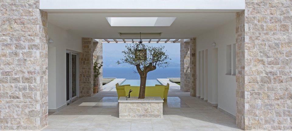 Vila u Grčkoj čijom izgradnjom nije posečeno nijedno stablo