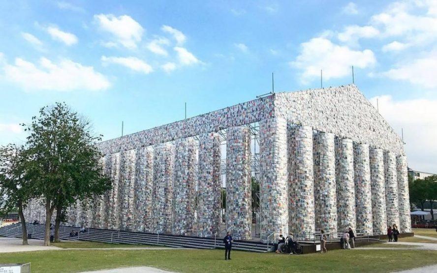 Replika Partenona izgrađena od cenzurisanih knjiga