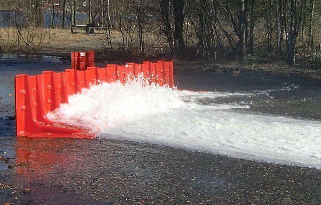 Mobilne barijere koje koriste težinu vode da bi se od nje odbranile