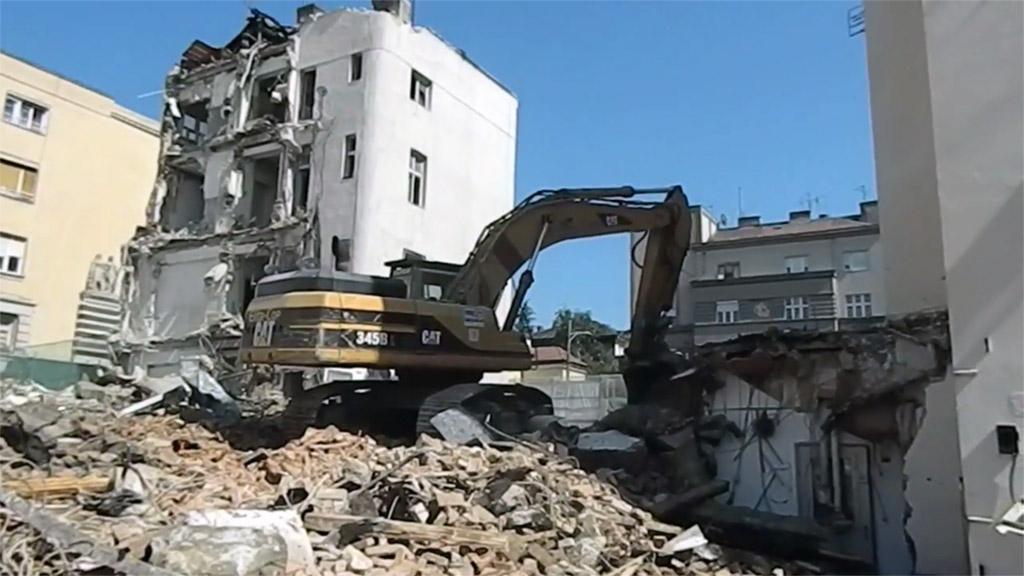 Pogledajte snimak rušenja bivše ambasade SAD-a u Beogradu