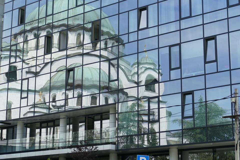Uporedna analiza cena nekretnina u gradovima Srbije