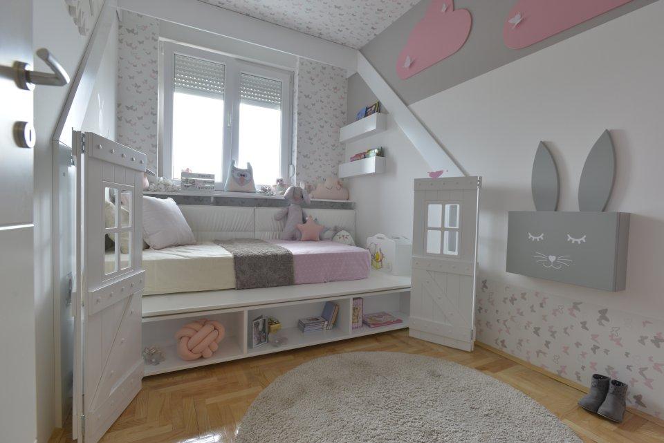 Dečija soba s krevetom u obliku kućice