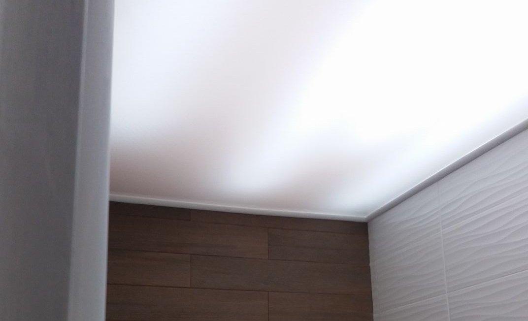Zgodno rešenje za skrivanje ružnih cevi na plafonu