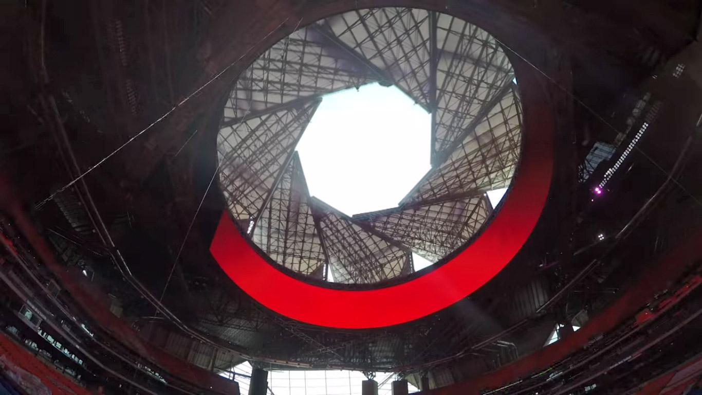 Pokretni krov na ovom stadionu zatvara se poput fotoaparata