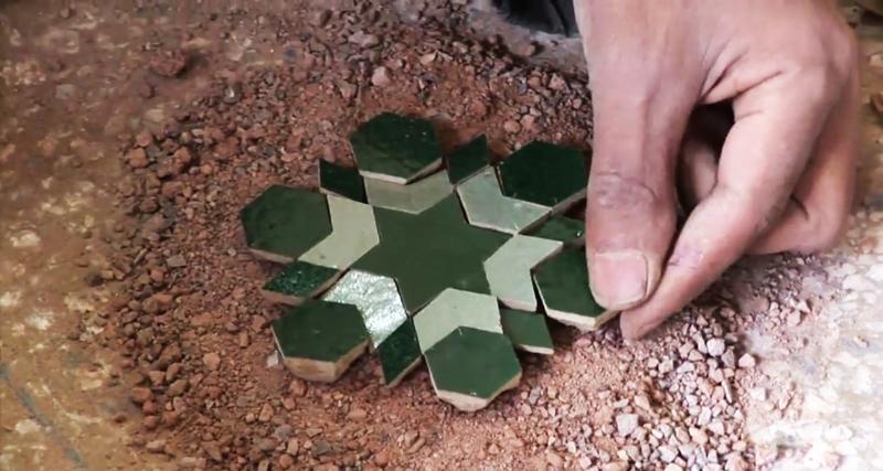Pogledajte kako Marokanci ručno prave keramičke pločice