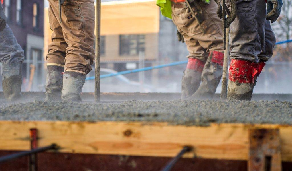 Na gradilištima u Srbiji radi se i na +40 ali bez povreda na radu?