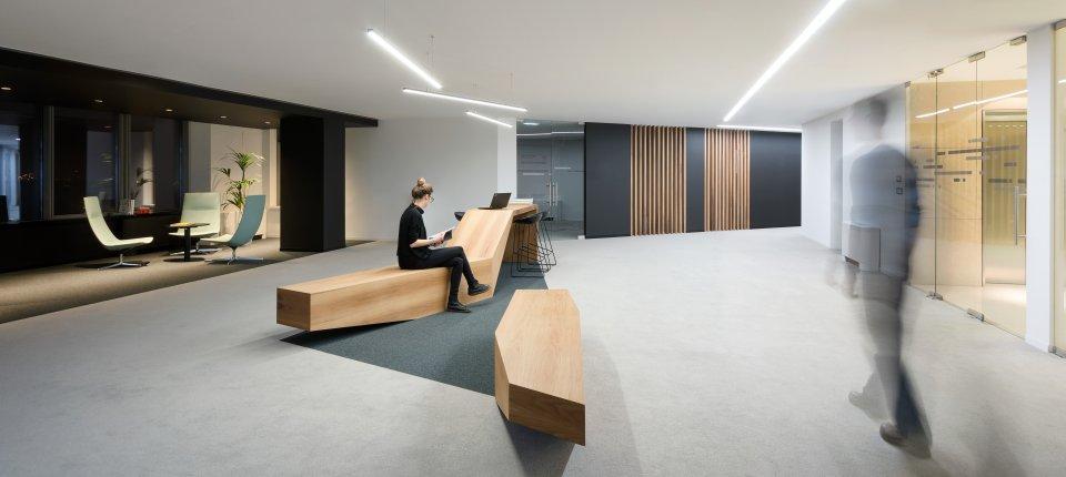 Enterijer upravne zgrade UniCredit Banke