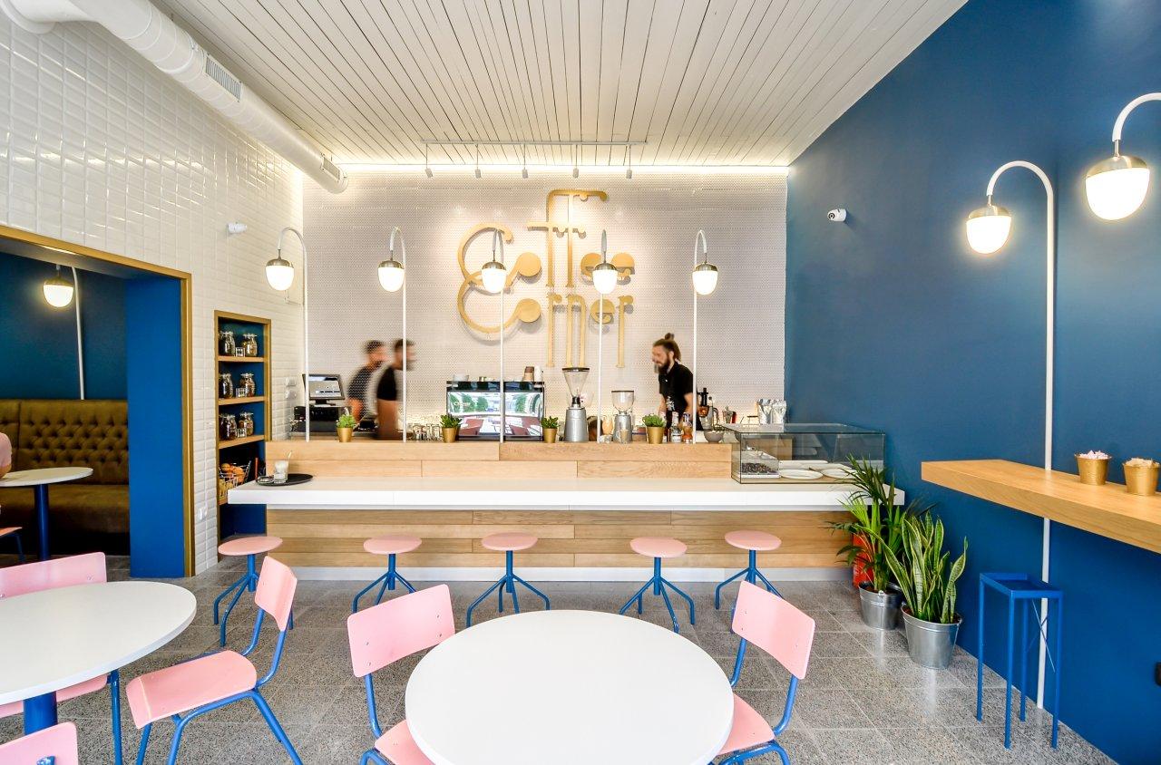 Enterijer kafića u Novom Sadu koji nagoveštava novi talas