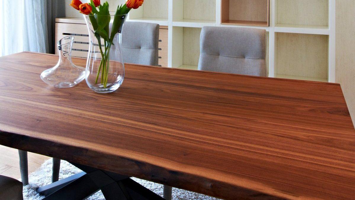 Drveni stolovi talasastih ivica u savremenim enterijerima