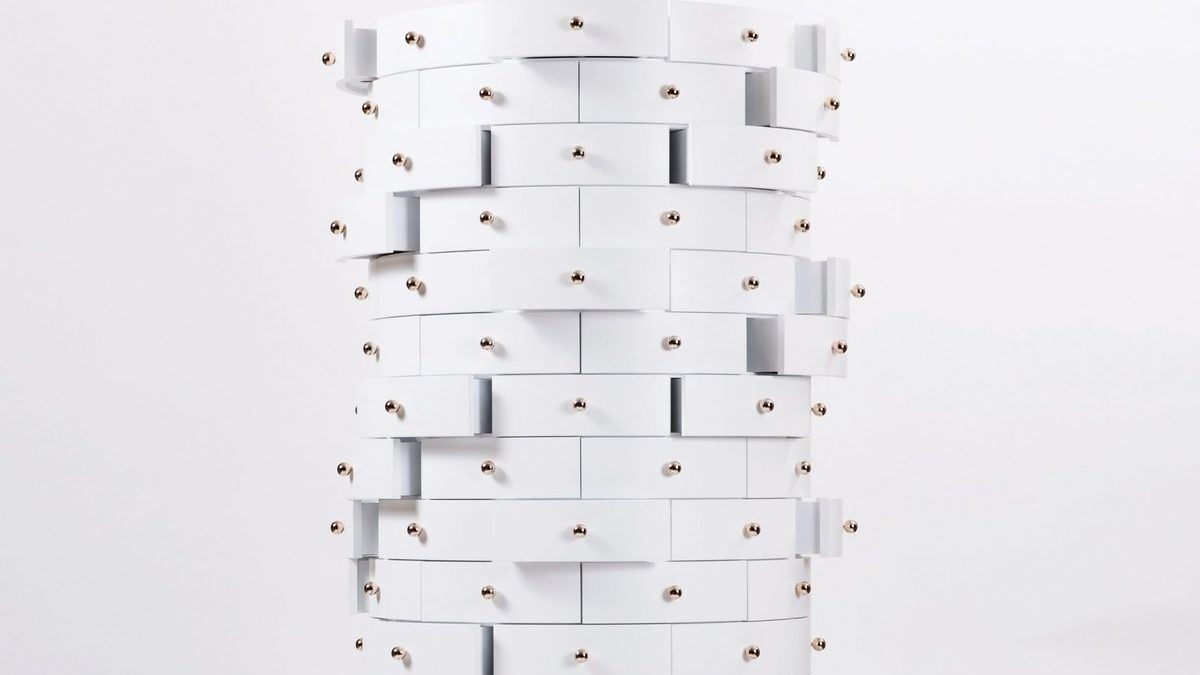 Komoda sa 144 fioke… za one koji ne vole da bacaju stvari