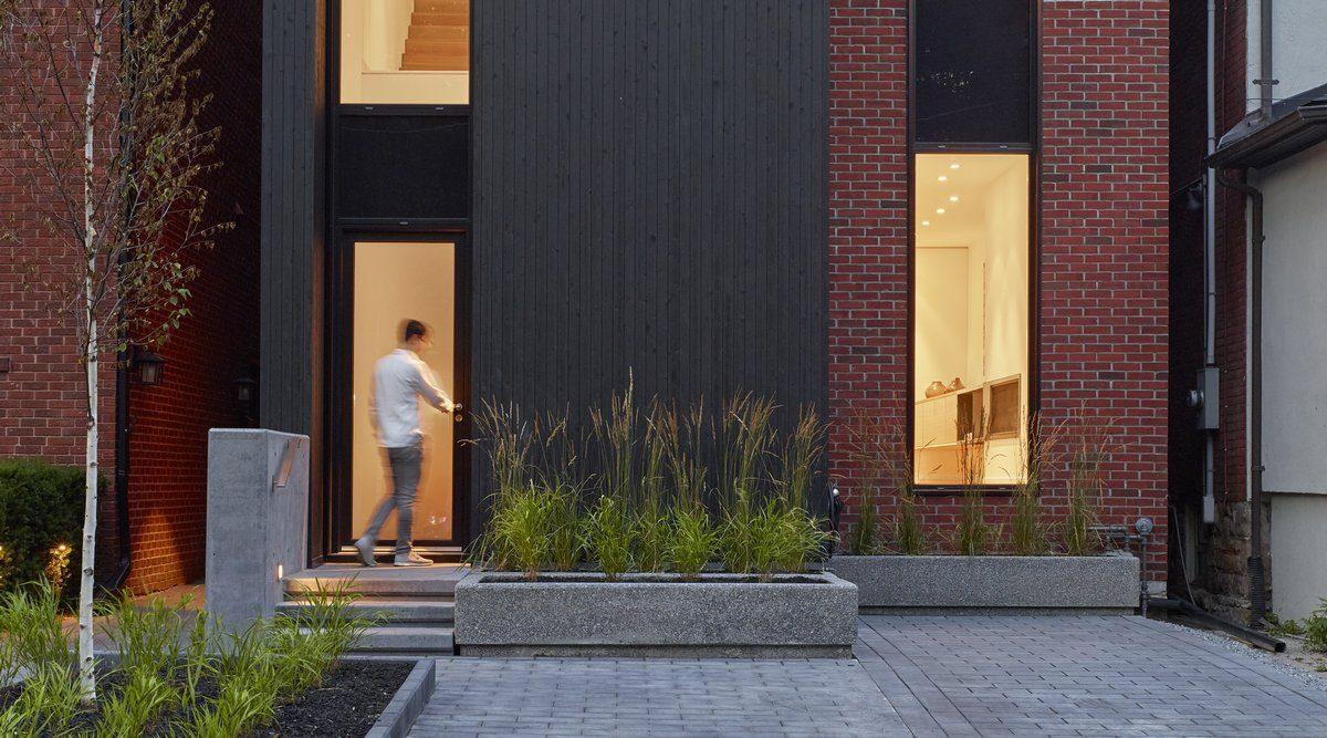 Kontrastna kuća po projektu ateljea Kastelic Buffey