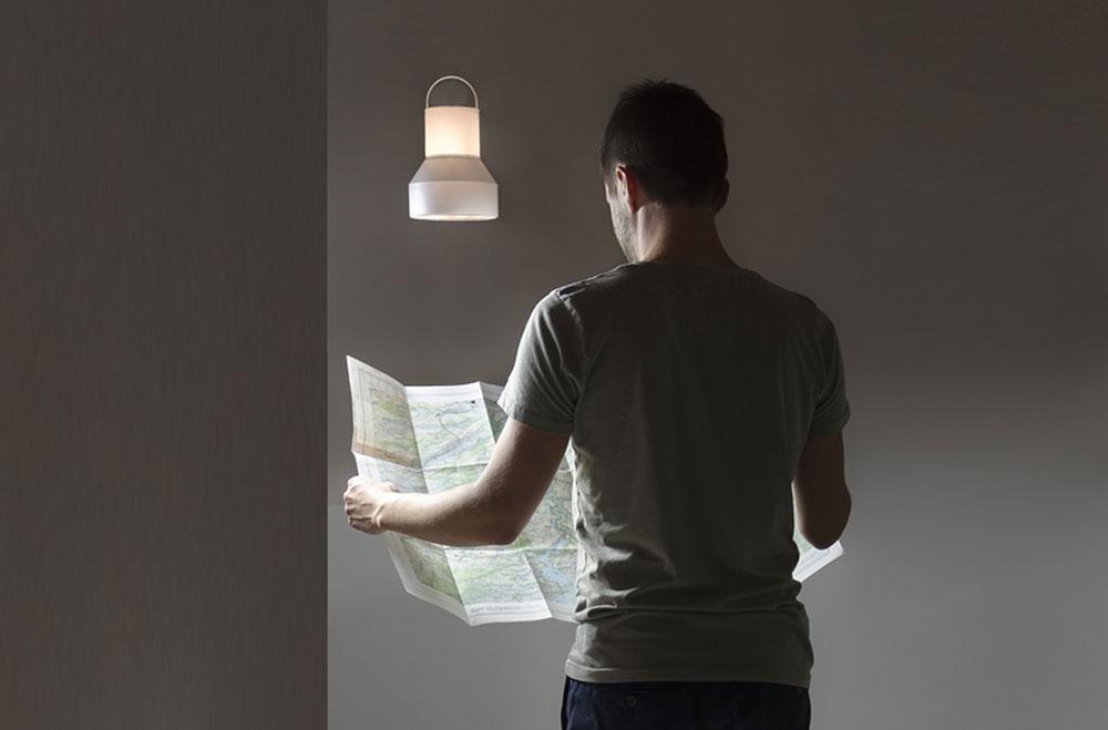 Dron lampa koja levitira čim je pustite iz ruke