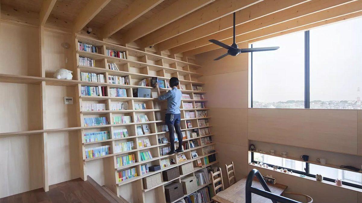 Japanska polica za knjige otporna na zemljotrese