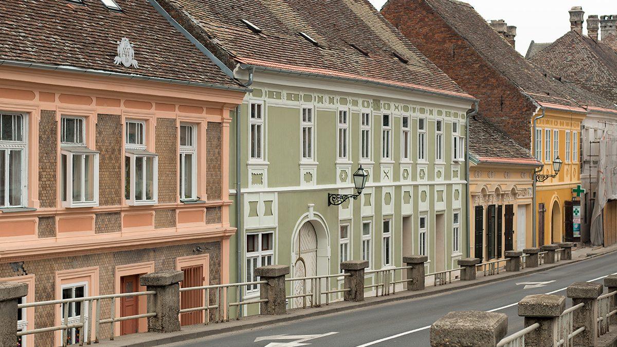 Kako izgledaju obnovljene fasade u Petrovaradinu