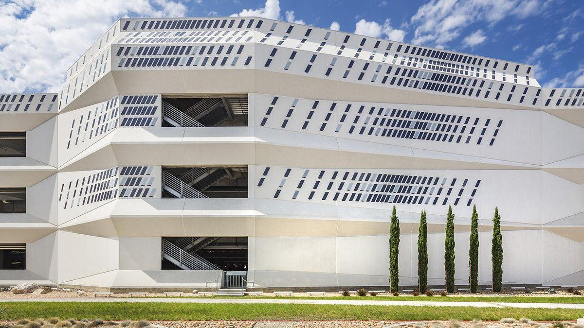 Prizme na ovoj fasadi stvaraju efekat kamuflaže korišćene u Prvom svetskom ratu
