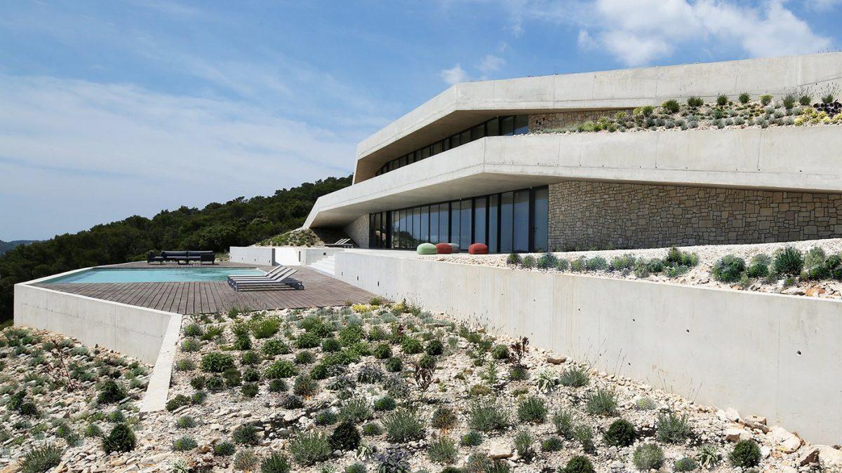 Issa Megaron: Kuća na Jadranu stopljena s pejzažom