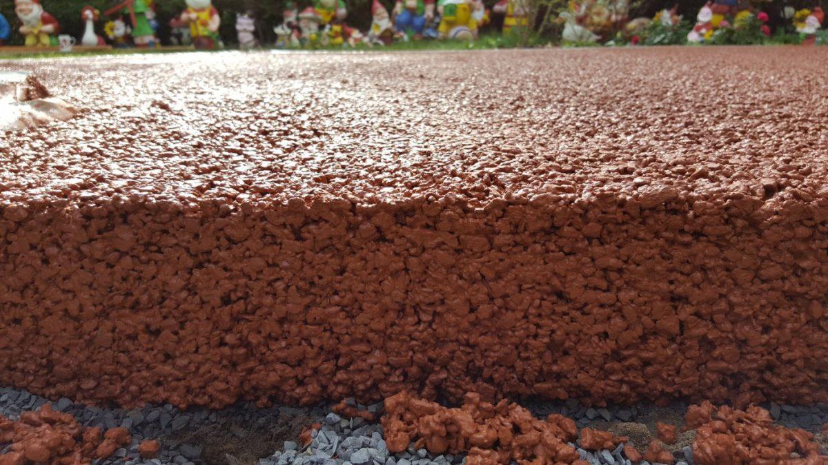 Dekorativni beton za staze koji za sat vremena upije i do 100 litara vode