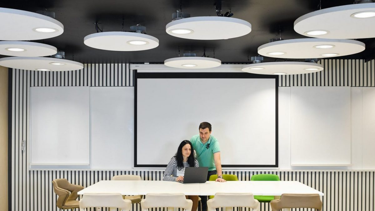Nova Philips kancelarijska rasveta koja zaposlene drži budnim