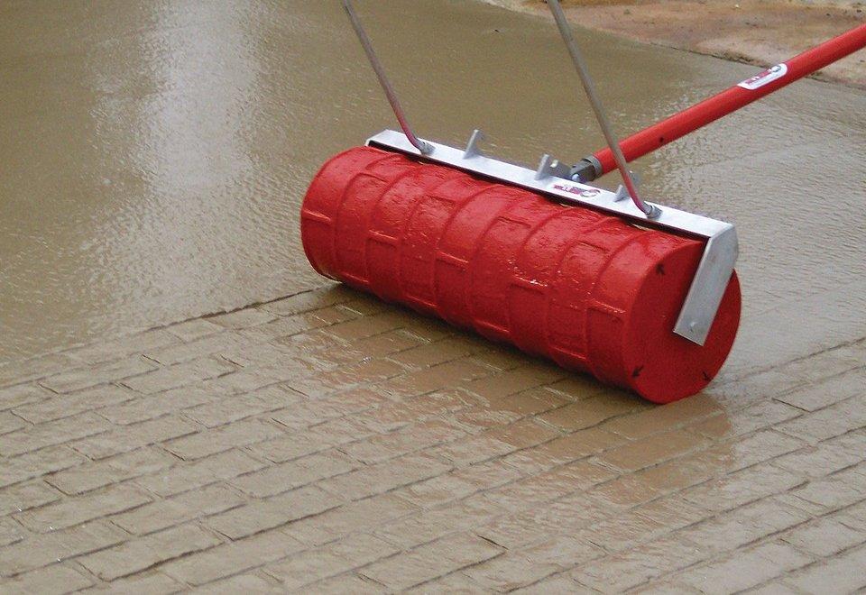 Valjak koji betonske površine pretvara u popločane staze