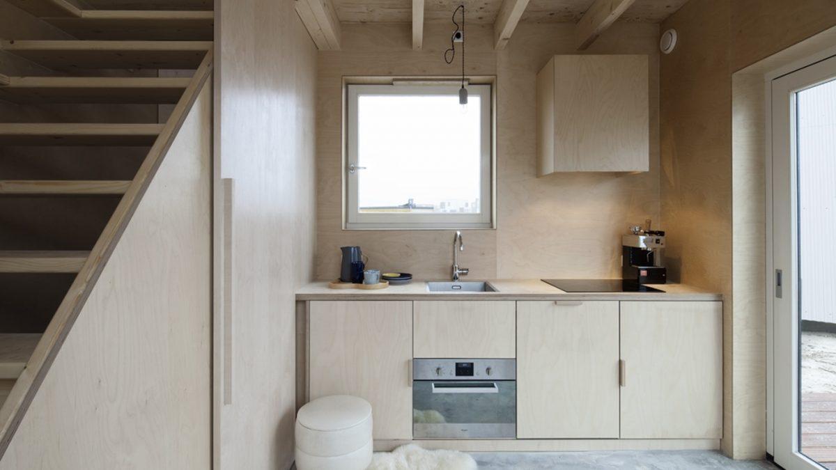 Kako su klizni paneli uštedeli prostor u ovoj malenoj kući