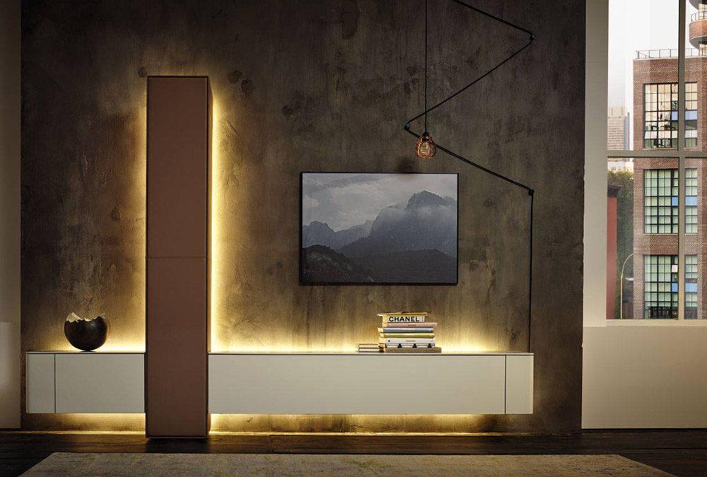 Rasveta u nameštaju: Indirektno svetlo u TV policama za topliju atmosferu