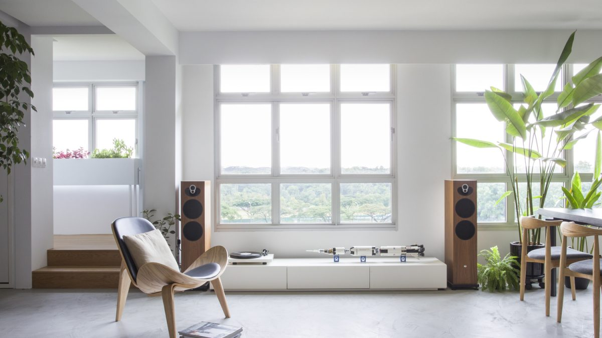 Stan bez pregradnih zidova: Pomerljive staklene površine i paneli učinili su prostor otvorenim