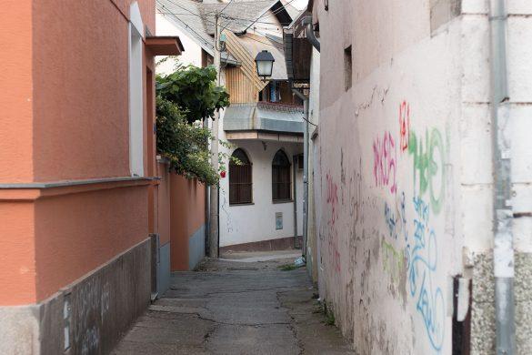 Lađarska ulica je u svom najužem delu široka svega 2,5 metra