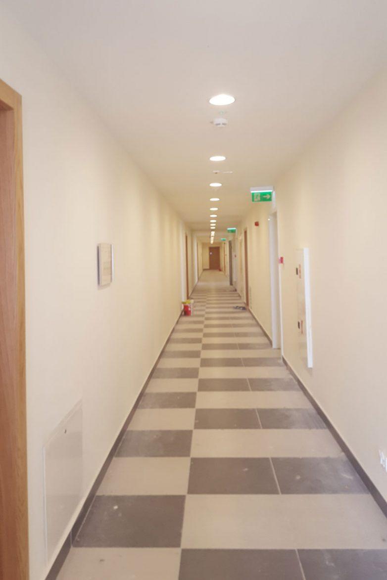 Hodnici su dugački i vizuelno neatraktivni