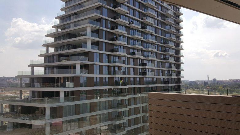 Pogled na drugu zgradu