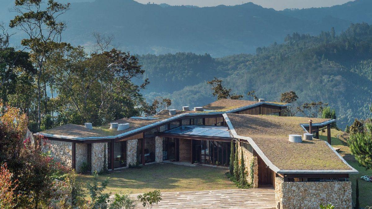 Planinska kuća u kamenu koja odaje počast Andima