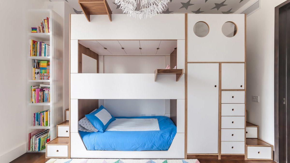 Troje dece u maloj dečijoj sobi? Evo konstruktivnog rešenja!