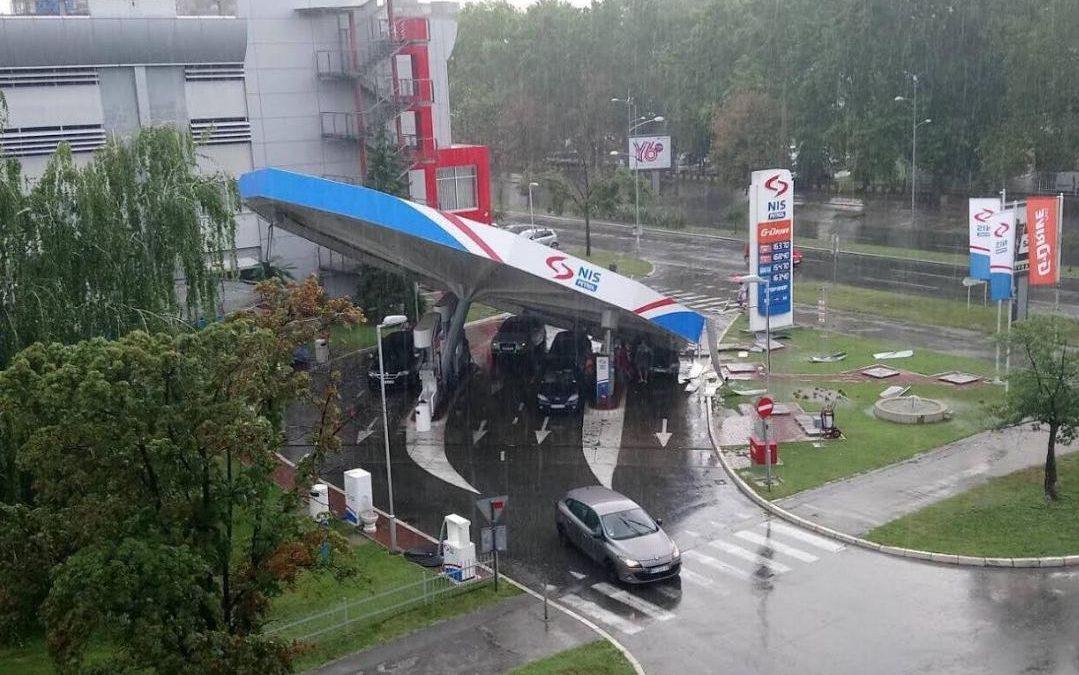 Srušila se NIS-ova pumpa Mala pečurka u Novom Sadu