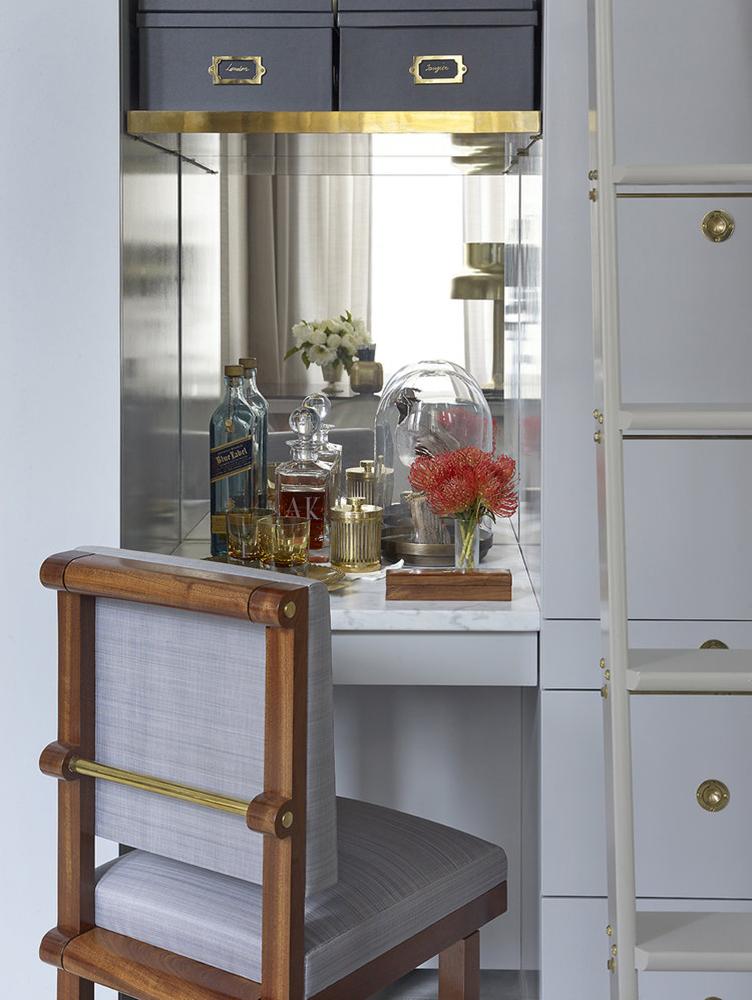 Brojni detalji u enterijeru od bronze; foto: Amirkdesign.com
